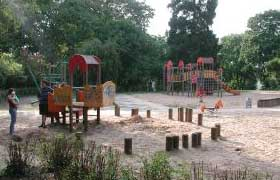 spielplatz test familien. Black Bedroom Furniture Sets. Home Design Ideas